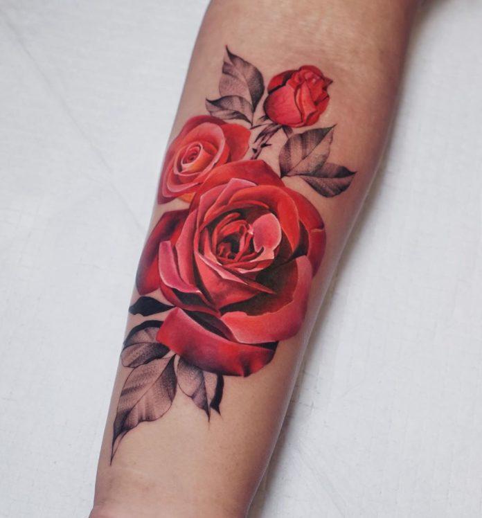 81 1 - 100 Tatouages Rose pour Femme
